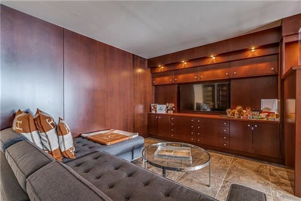 bright and spacious unit offers spectacular views luxury homes