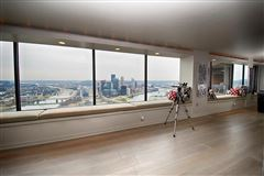 Luxury properties bright and spacious unit offers spectacular views