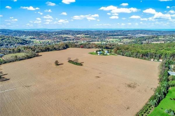 prime real estate in lower milford township luxury properties