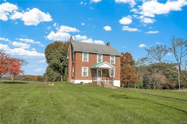 Luxury homes in prime real estate in lower milford township