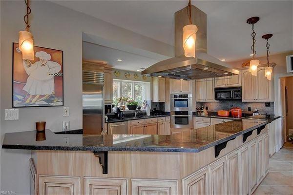 Luxury homes GORGEOUS SWEEPING VIEWS in virginia beach