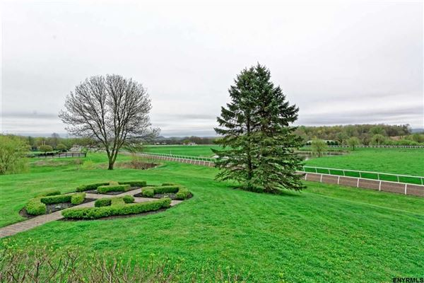 Luxury real estate Magnificent equestrian property in schuylerville