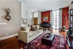 Luxury homes in Picture Perfect Townhome in Shadyside