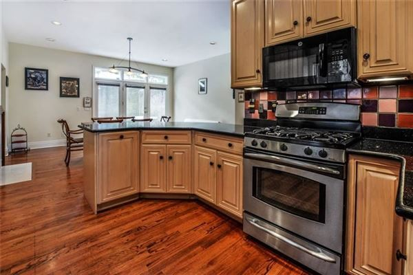 Picture Perfect Townhome in Shadyside  luxury properties