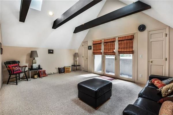 Picture Perfect Townhome in Shadyside  luxury homes