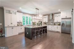 Luxury homes in gorgeous home and setting in Hummelstown