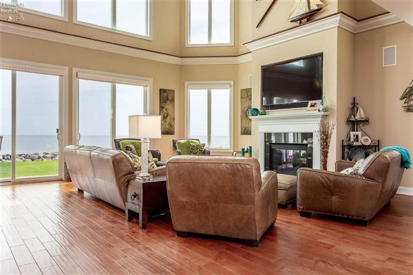 Luxury homes Lakefront Bay Point home