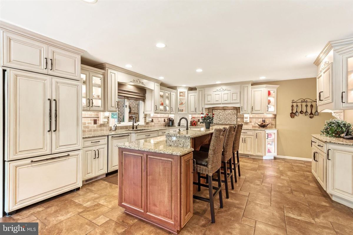 Luxury real estate Exceptional inside and out