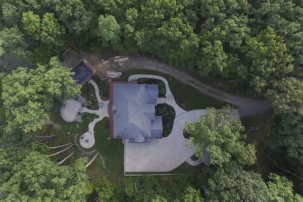 Mansions special home on over three acres