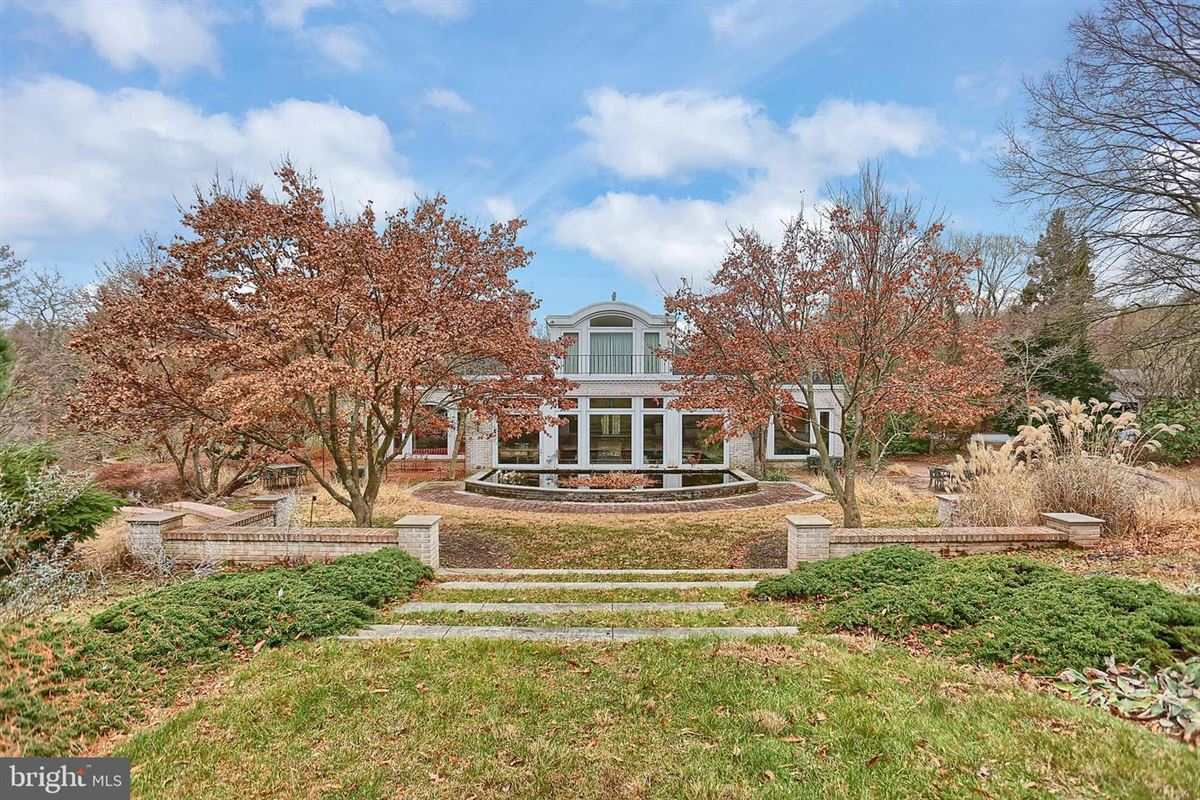 Luxury homes in amazing nearly 50-acre property
