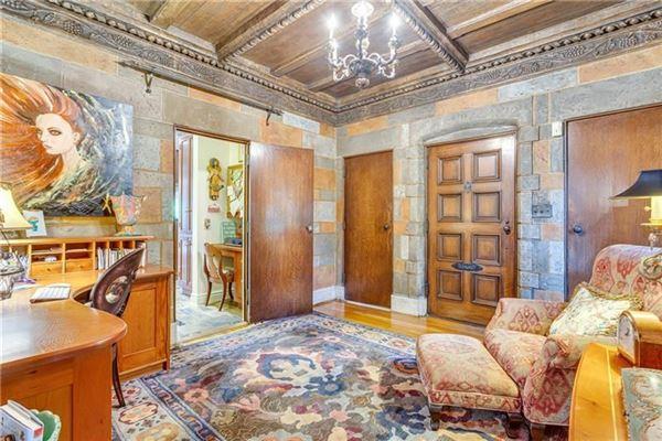 Mansions desirable Ben Avon Neighborhood