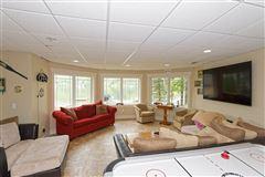 Luxury homes in Enjoy lake living
