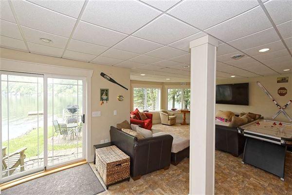 Luxury properties Enjoy lake living