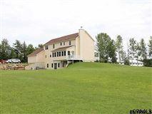 Mansions Turn-key equestrian property in Gansevoort