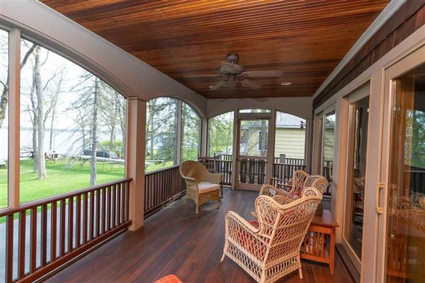 amazing location on Saratoga Lake luxury homes