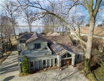 Mansions in Lake Erie to Bay property
