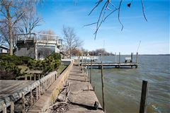 Luxury properties Lake Erie to Bay property