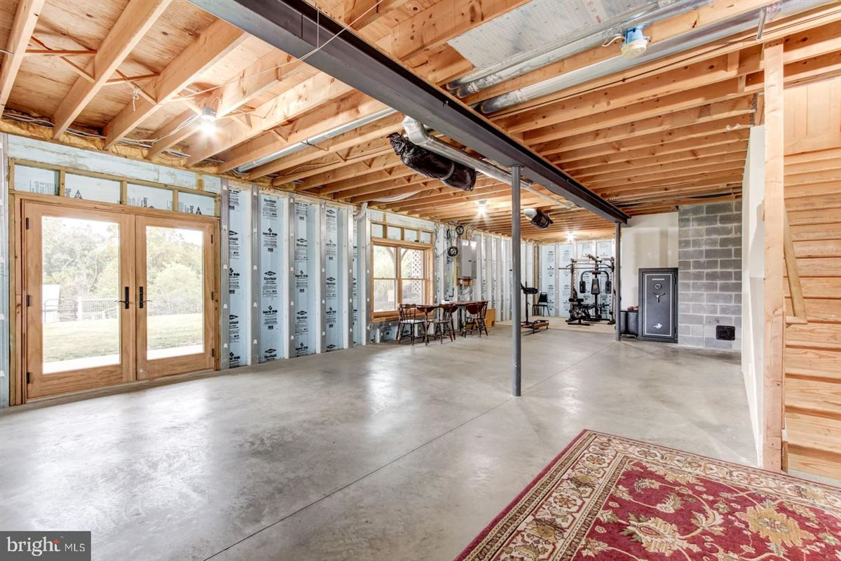 Luxury properties Spectacular and Secluded 17 Acre Horse Farm