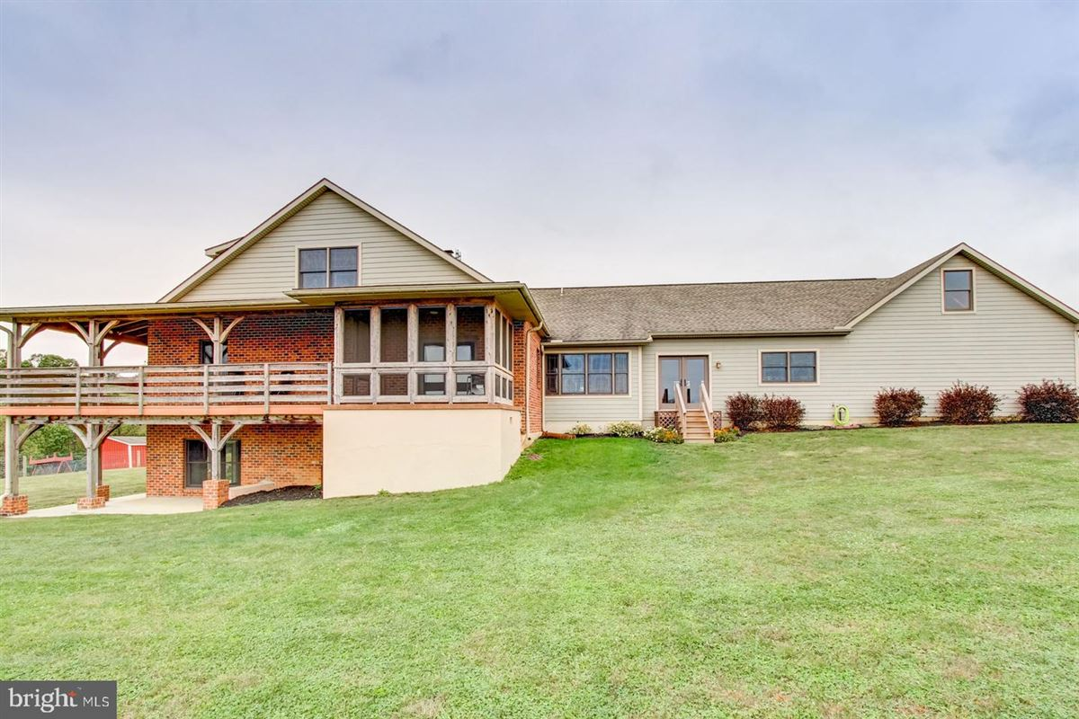 Luxury homes Spectacular and Secluded 17 Acre Horse Farm