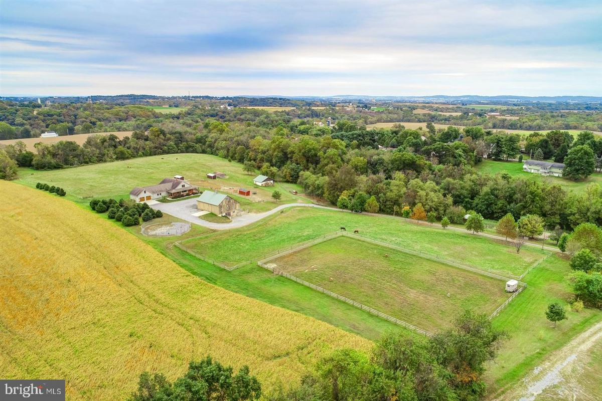 Spectacular and Secluded 17 Acre Horse Farm luxury homes