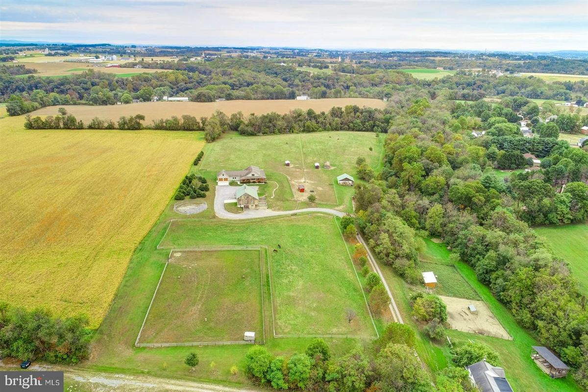 Luxury real estate Spectacular and Secluded 17 Acre Horse Farm