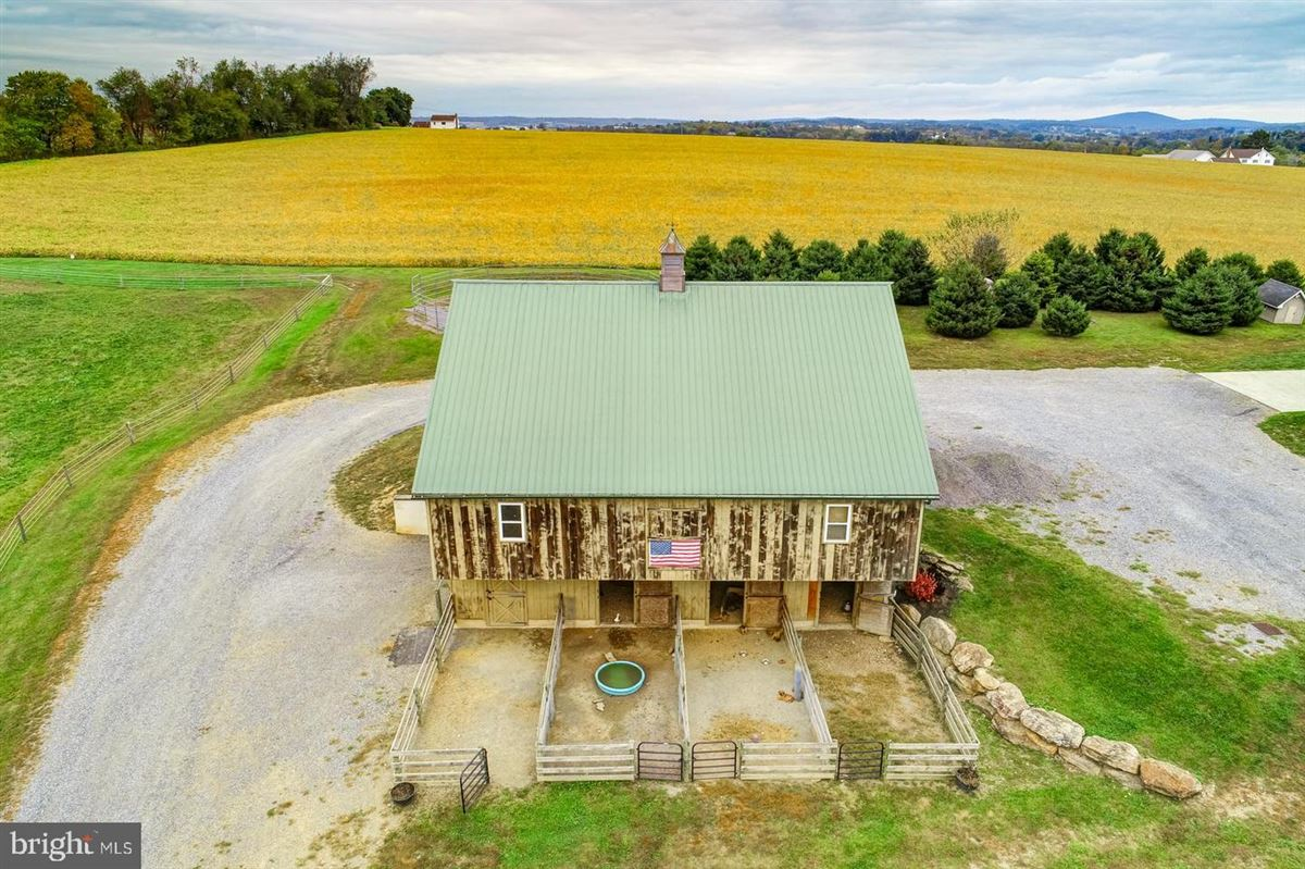 Spectacular and Secluded 17 Acre Horse Farm luxury properties