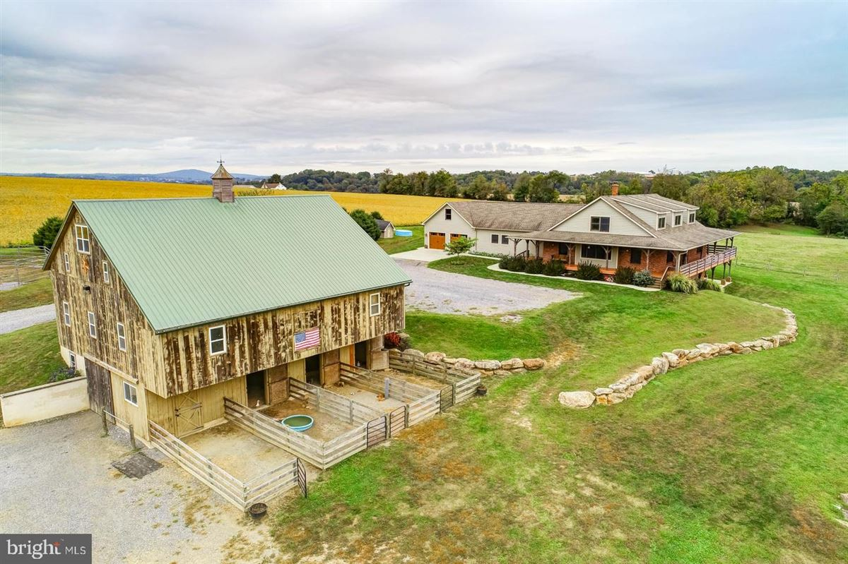 Mansions Spectacular and Secluded 17 Acre Horse Farm