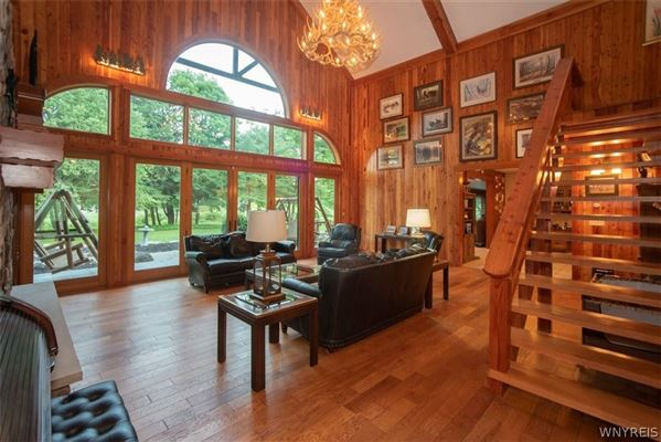 Mansions in fabulous log home on 20 acres