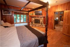 Mansions fabulous log home on 20 acres