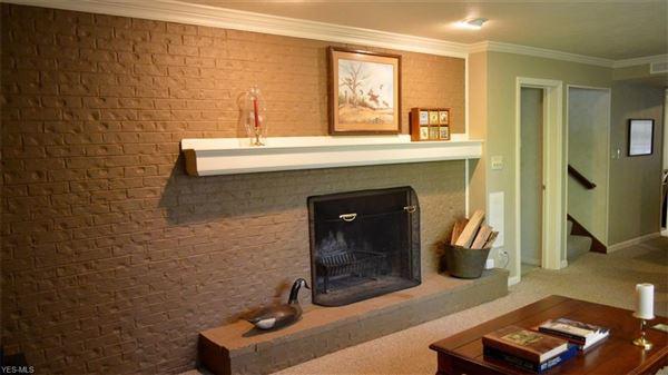 Luxury homes Beautiful setting on 49-plus acres