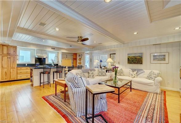 Luxury homes Charming detached beach house