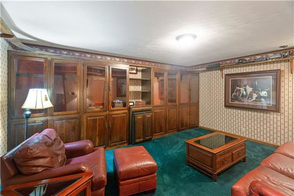 amazing colonial farmhouse on 46 plus acres luxury properties