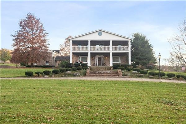 Mansions amazing colonial farmhouse on 46 plus acres