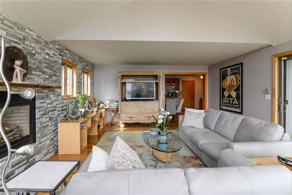 Move-in-ready home on Lake Shannon luxury properties