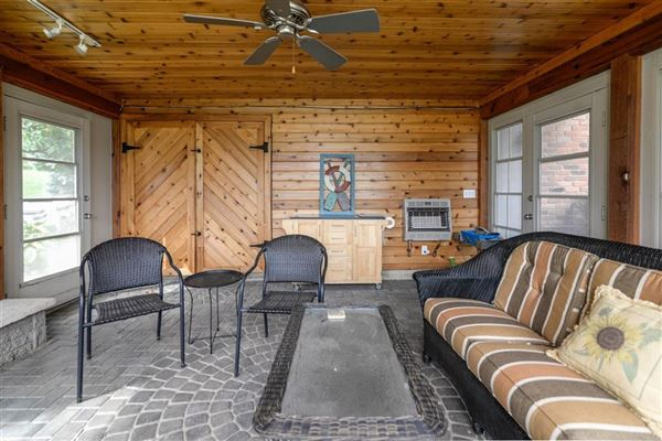 Move-in-ready home on Lake Shannon mansions