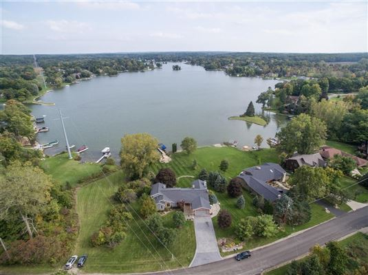 Luxury homes Move-in-ready home on Lake Shannon