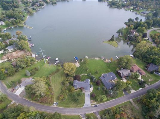 Luxury real estate Move-in-ready home on Lake Shannon