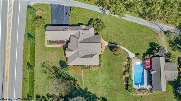 Luxury homes a private retreat walking distance to cheat lake