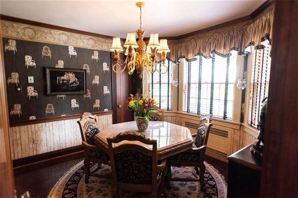 elegant historic 1930s Cedar Shingle home mansions