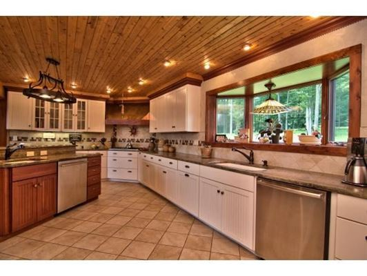 Mansions luxurious cedar home on over 57 acres