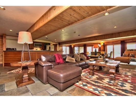 Mansions in luxurious cedar home on over 57 acres