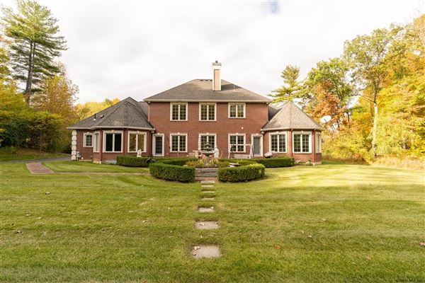 Luxury homes an Exquisite custom home on 5 acres