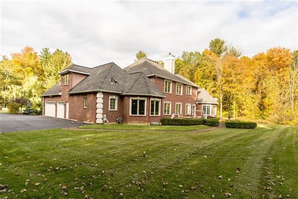 Luxury real estate an Exquisite custom home on 5 acres
