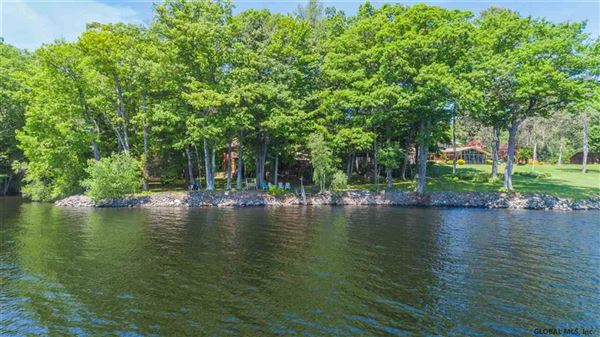 Luxury homes in lovely, large contemporary lakeside home