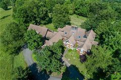 Luxury homes in a beautiful property in white oak