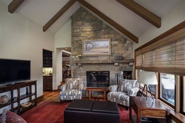 Luxury homes Warm and welcoming stone home on 35 acres