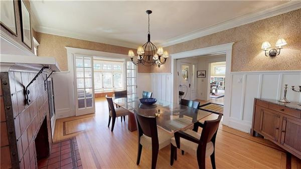 Luxury homes Absolutely gorgeous Arts and Craft style mini manse
