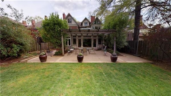 Absolutely gorgeous Arts and Craft style mini manse luxury properties