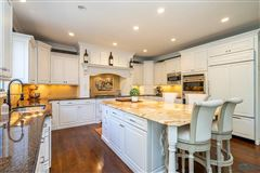 Mansions in Custom built home in lucas county