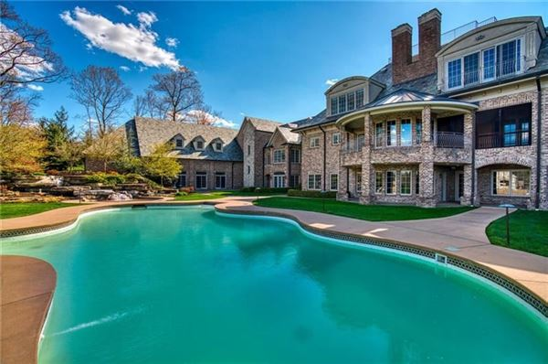 Luxury homes newly remodeled home on eight private acres